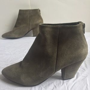 SOLE SOCIETY SUEDE LEATHER ANKLE BOOTIE TAUPE